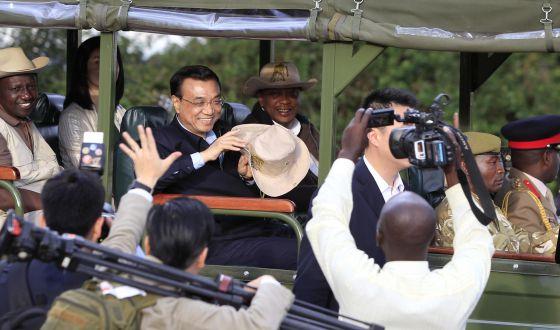 El primer ministro chino, Li Keqiang, en un viaje a Kenia, en mayo. / REUTERS